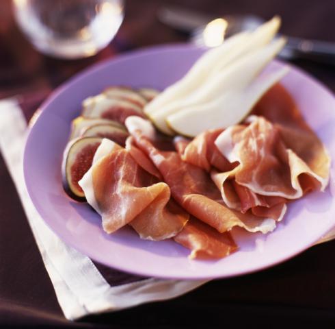 Assiette de chiffonnade de jambon, poires et roquefort
